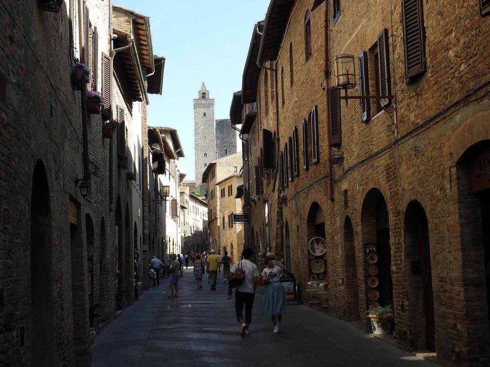 italy-italia-san-gimignano-tuscany-mainstreet-oldtown.JPG