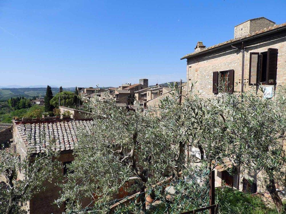 italy-italia-san-gimignano-tuscany-hilltop-houses.JPG