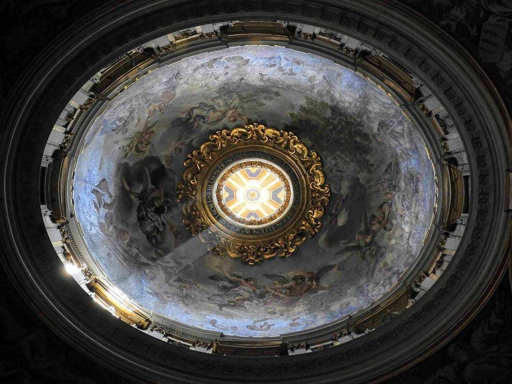 vatican-city-holy-see-italy-italia-rome-dome-ceiling-light-ray-beam.jpg