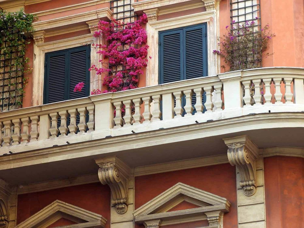 italy-italia-rome-veranda-flowers.JPG