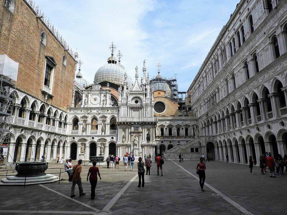 italy-italia-venice-palazzo-ducale-square.jpg