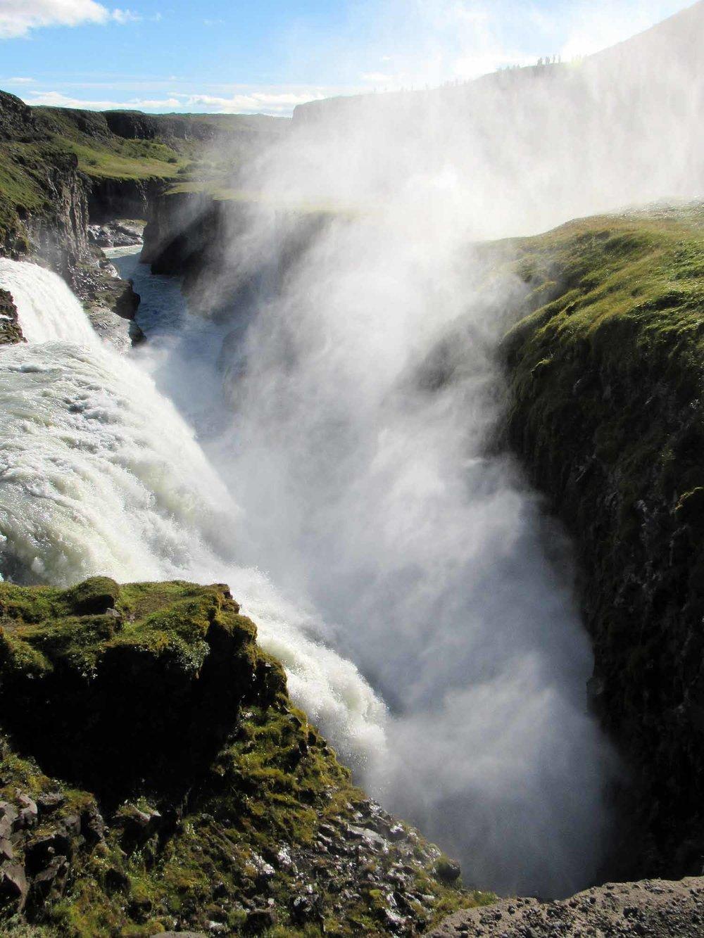 iceland-gullfoss-waterfall-canyon-gorge-mist.JPG