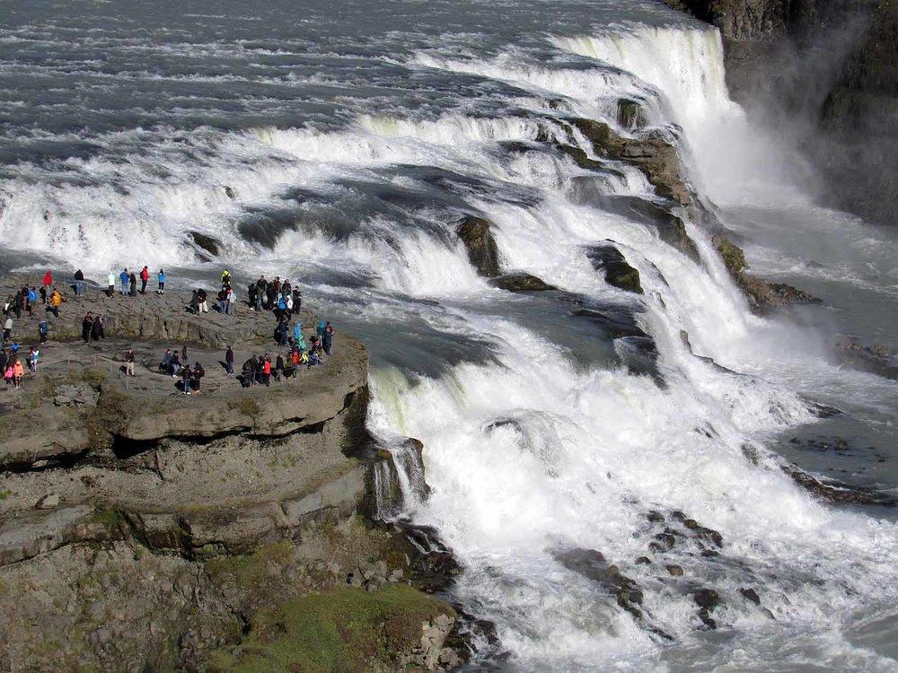 iceland-gullfoss-waterfall-huge-viewing-platform.JPG