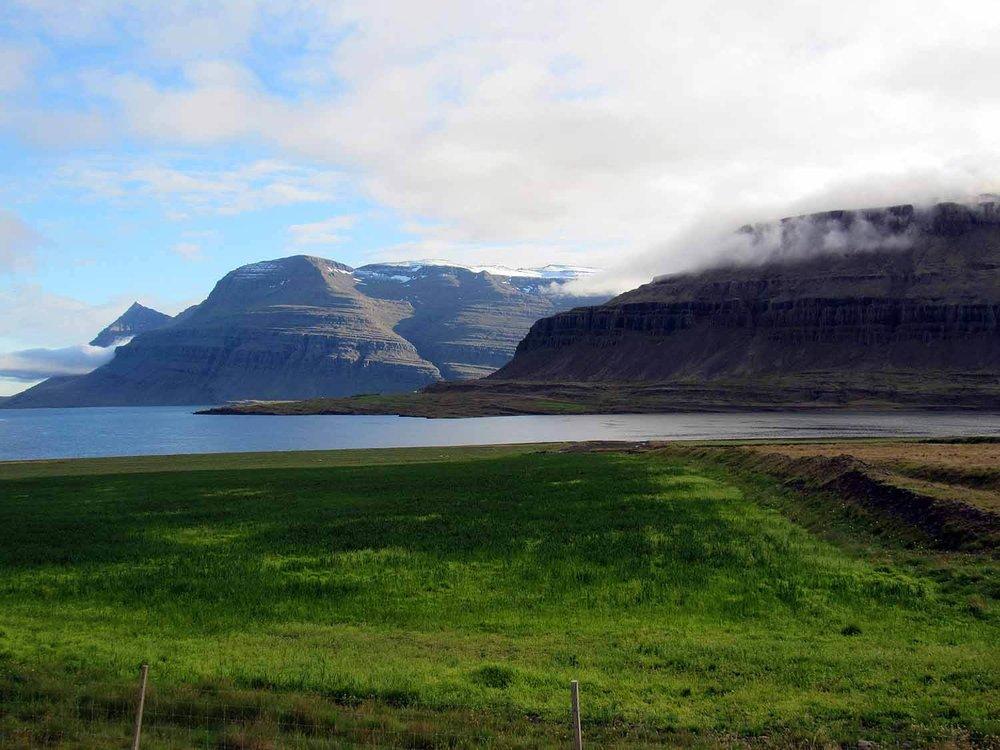 iceland-east-eastfjords-djúpavogskörin-bay-mountains.JPG