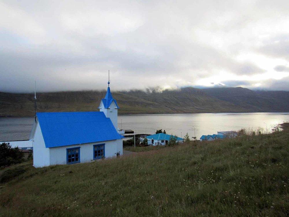 iceland-east-eastfjords-djúpavogskörin-blue-roof.JPG