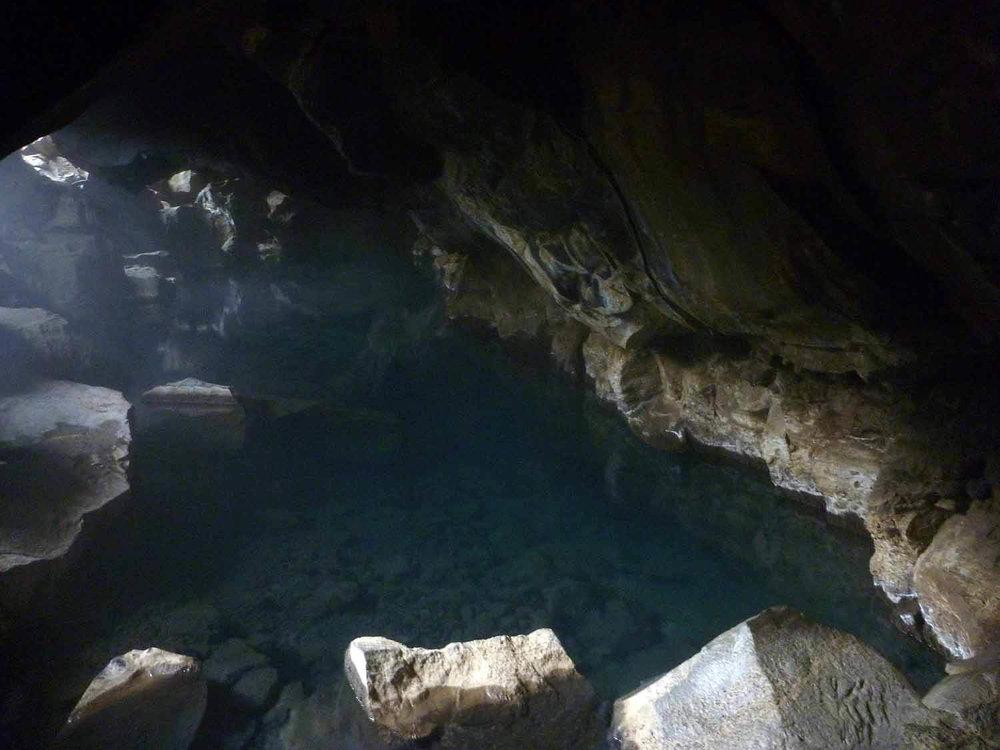 iceland-grjotagja-grjótagjá-grj+¦tagj+í-cave.JPG
