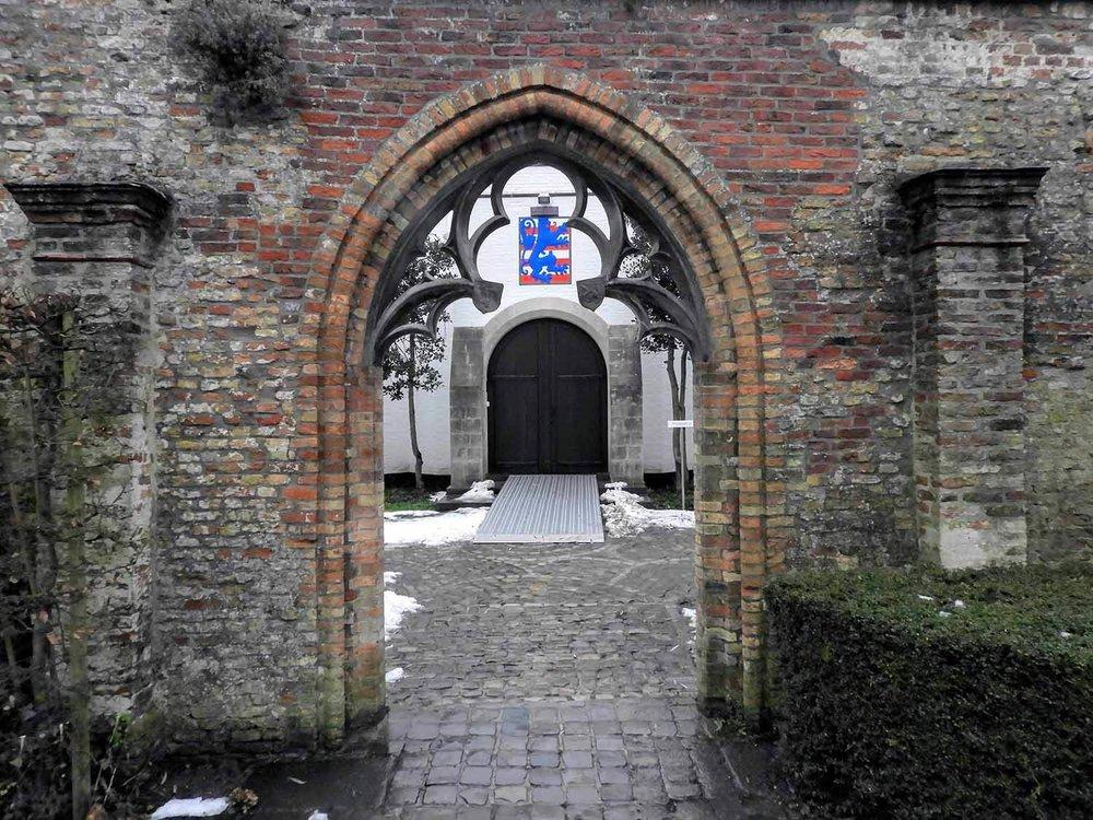belgium-bruges-brick-arch.jpg