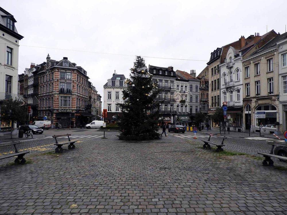 belgium-brussels-square-christmas-tree-holiday-december.JPG