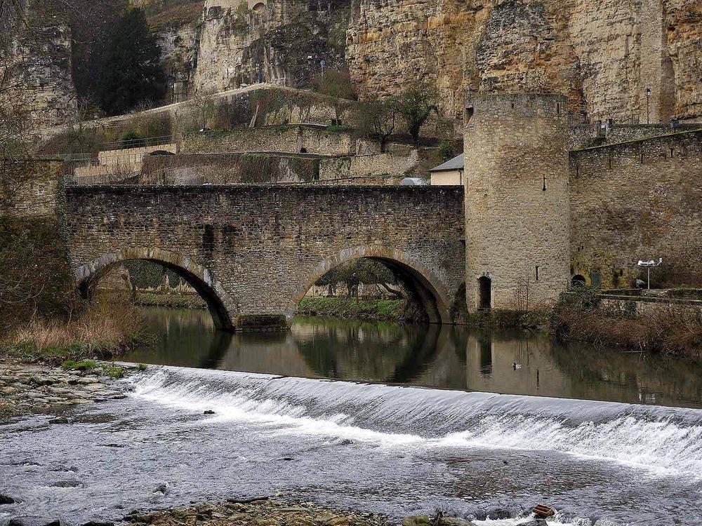 luxembourg-city-izette-river-bridge-valley.JPG
