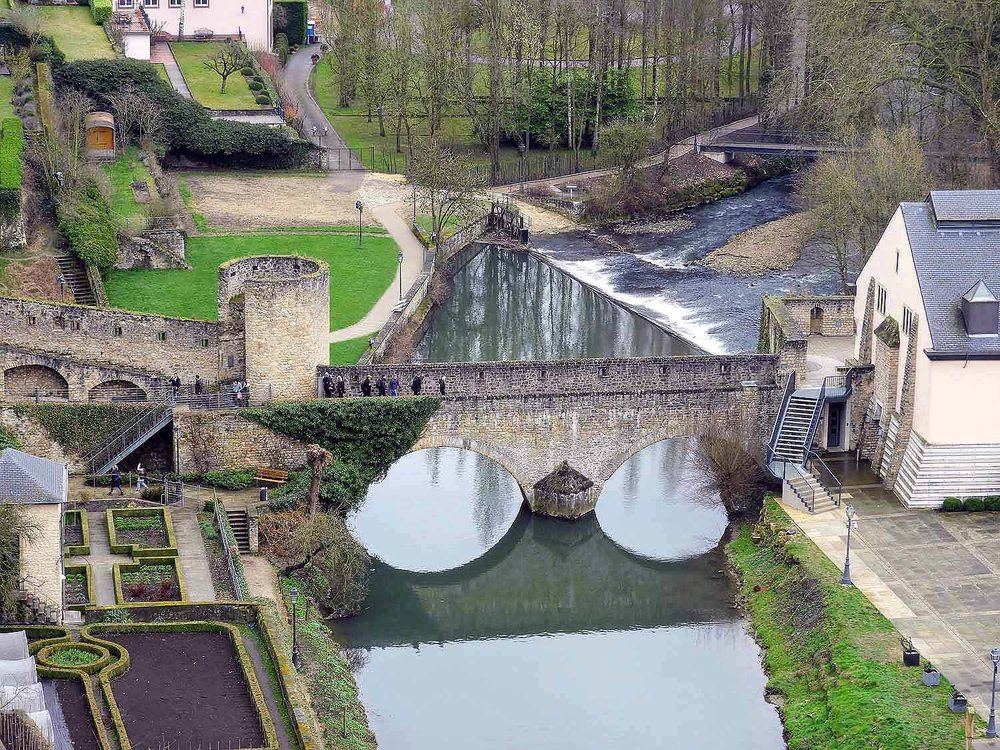 luxembourg-city-izette-river-brige-historic.jpg