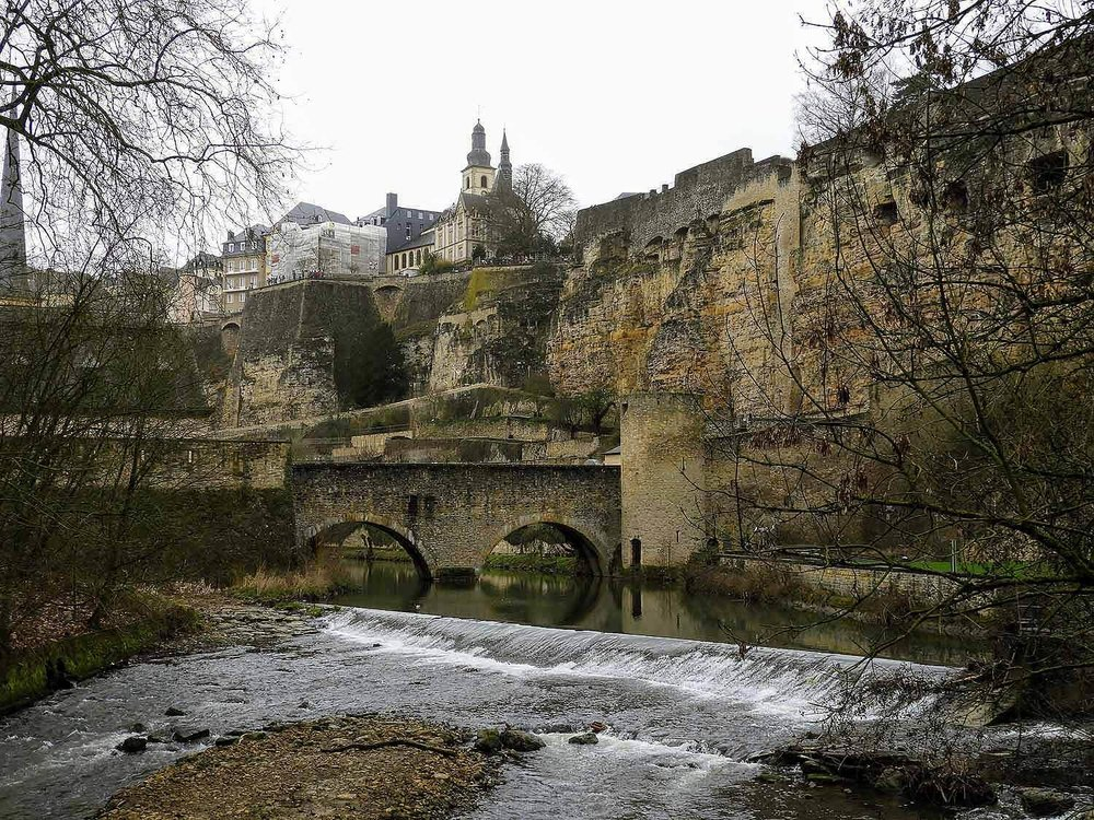 luxembourg-city-river-izette-bridge.jpg