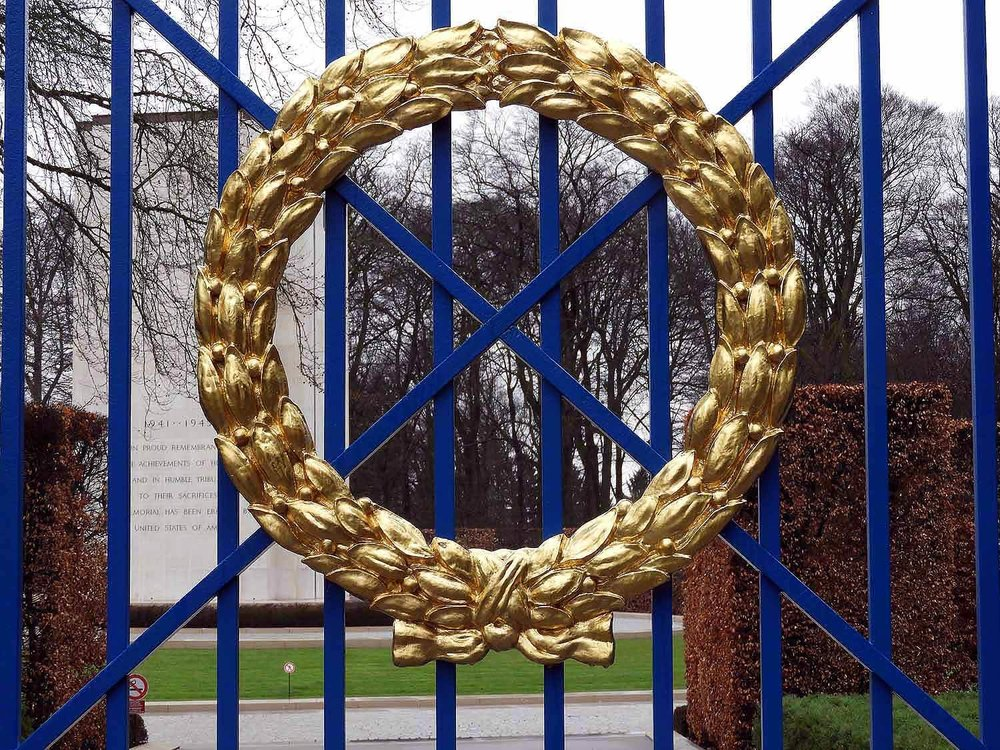 luxembourg-american-cemetery-wreath-gold.JPG