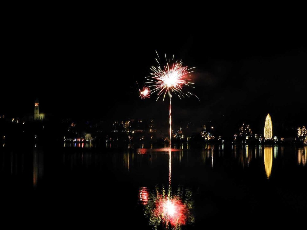 slovenia-lake-bled-new-years-eve-fireworks-reflection-water.jpg