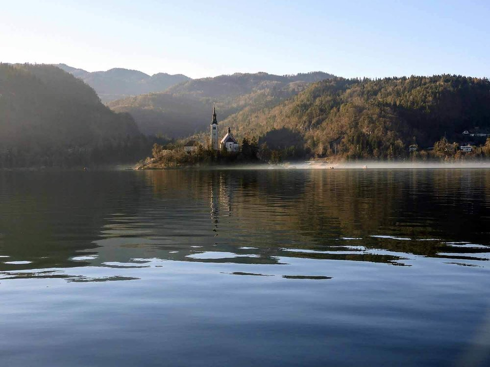 slovenia-lake-bled-morning-fog.jpg