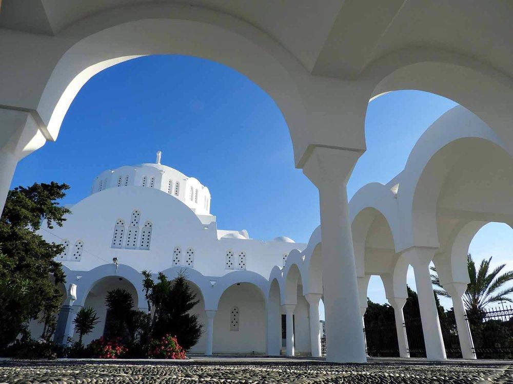 greece-santorini-fira-orthodox-metropolitan-cathedral-arches.jpg