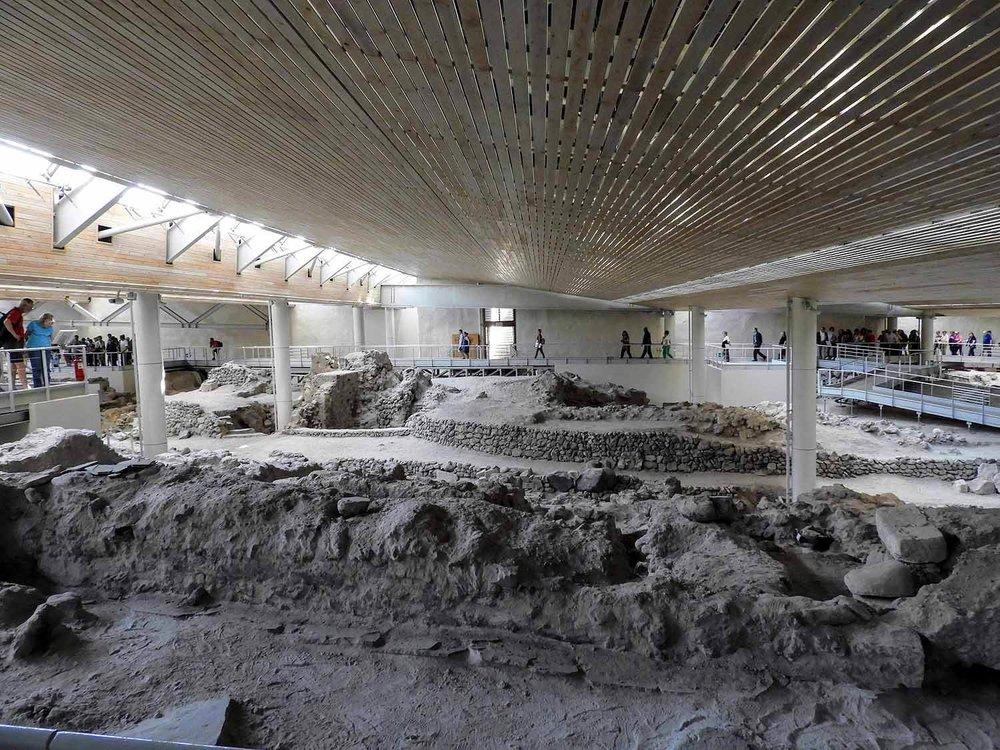 greece-santorini-akrotiri-ruins-excavation-musuem-archeology-indoor.jpg