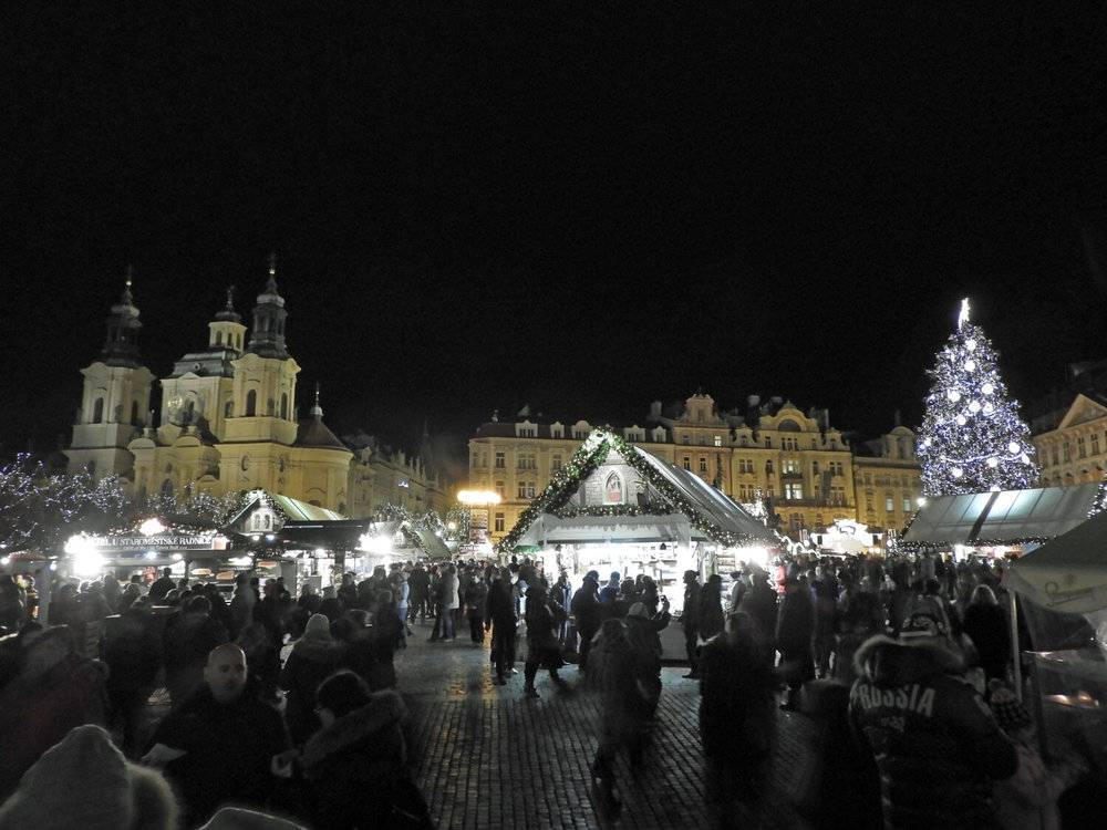 czech-prague-christmas-square-market-night.jpg