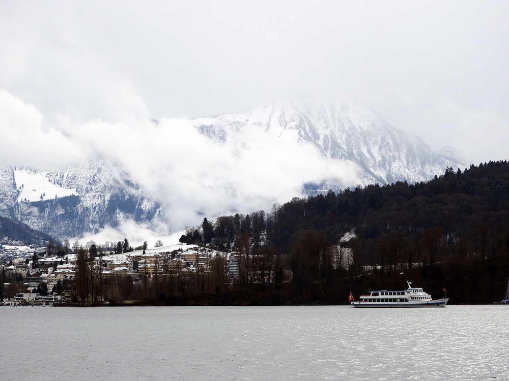 switzerland-lucerne-lake-boat-pilatus.JPG