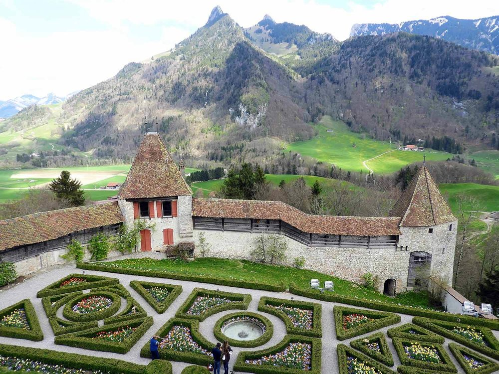 switzerland-grureyes-gruyere-castle.jpg
