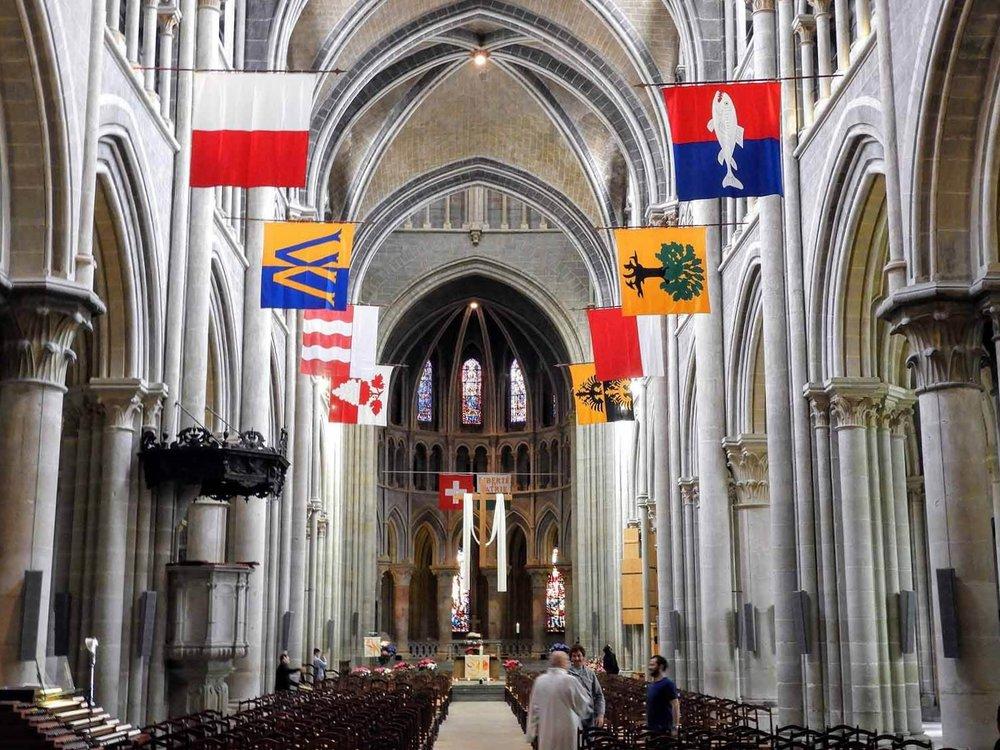 switzerland-luassane-church-flag-canton.jpg