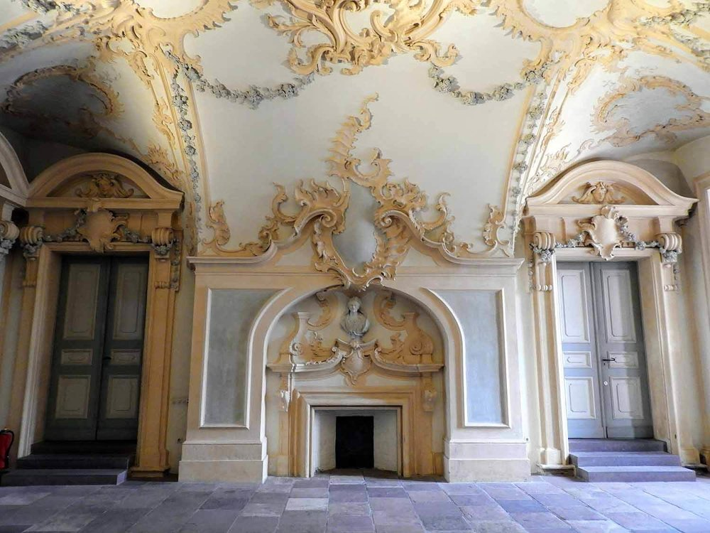 germany-rastatt-residenceschloss-palace-interior-fireplace.jpg