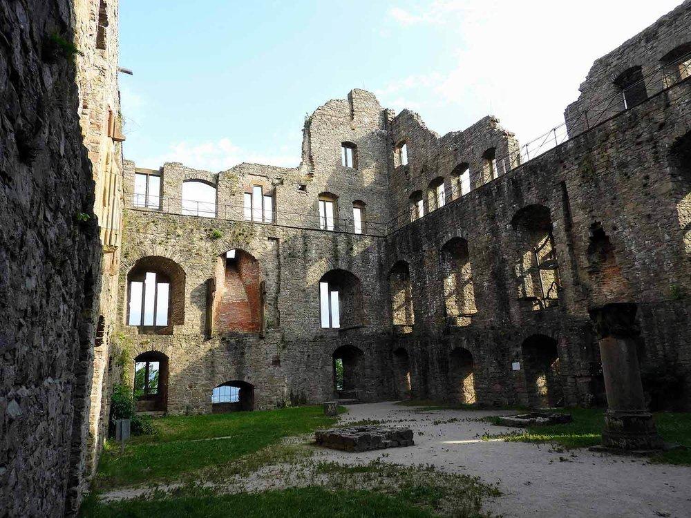 germany-baden-baden-altes-schloss-castle-ruins-courtyard.jpg