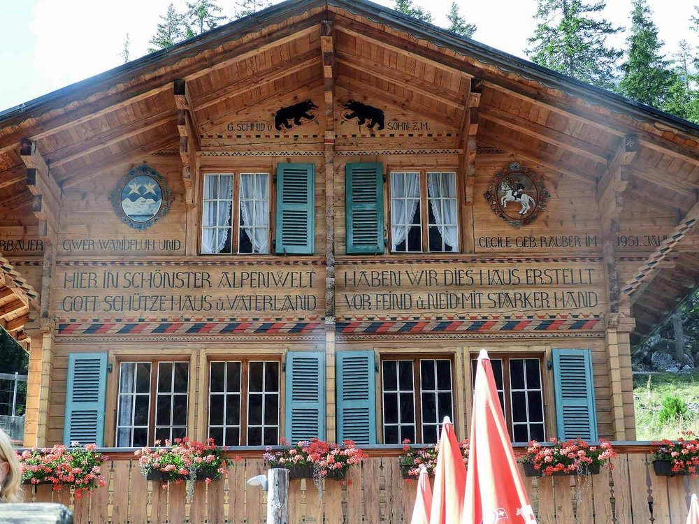 switzerland-oeschinensee-restaurant.jpg