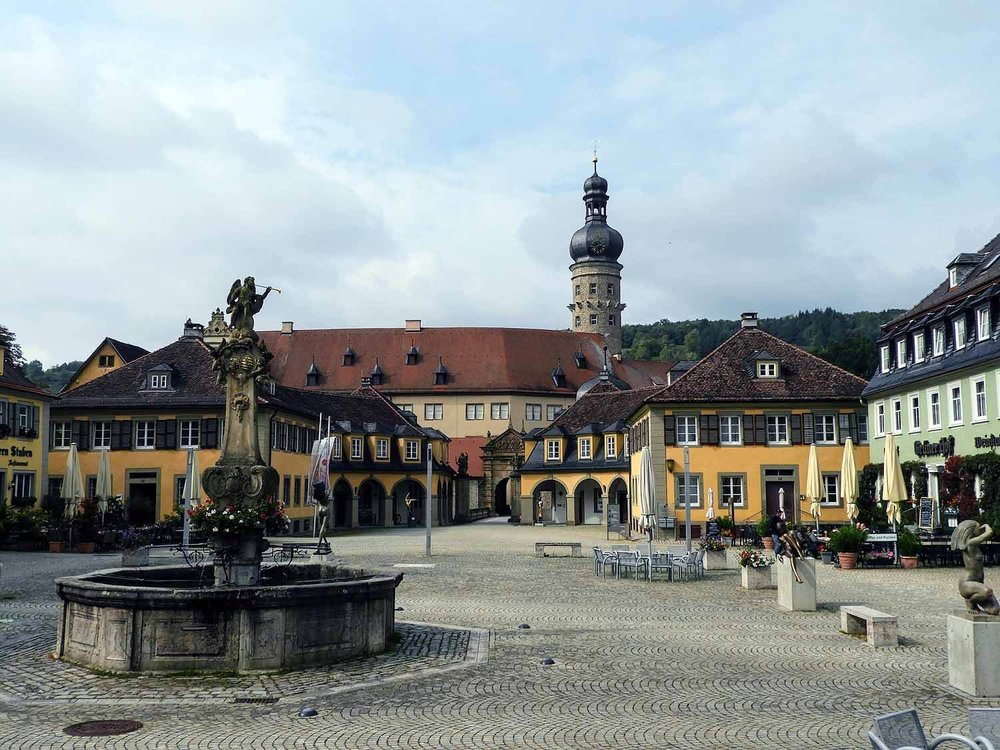 germany-Weikersheim-castle-gardens-schloss-courtyard-well.jpg