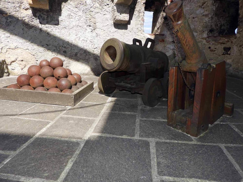 germany-schloss-lichtenstein-castle-cannon.JPG