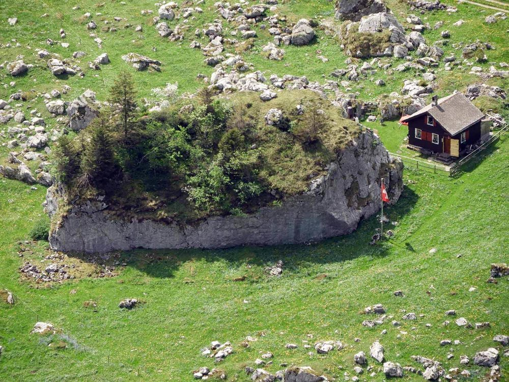 switzerland-ebenalp-seealpsee-rockhouse.JPG