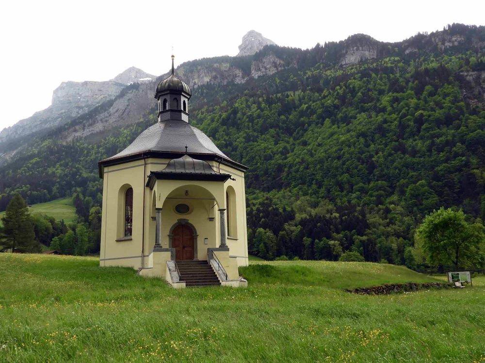switzerland-engelberg-countryside-chaple-grafenort.JPG