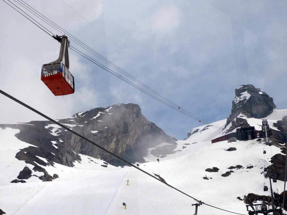 switzerland-titlis-cable-car.JPG