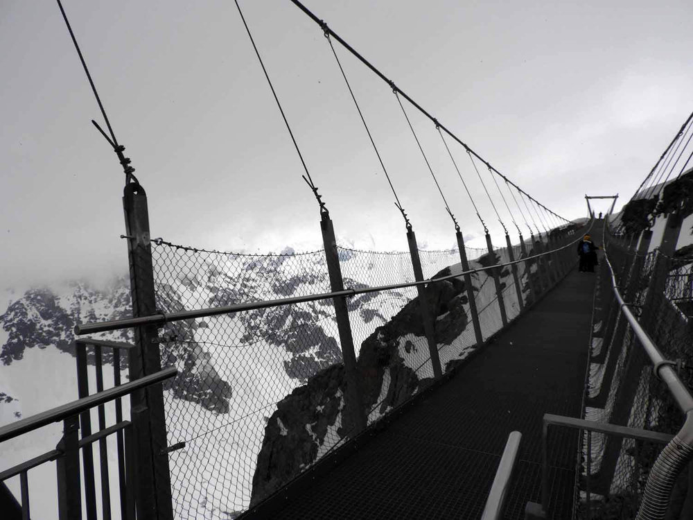 switzerland-titlis-cable-bridge.JPG
