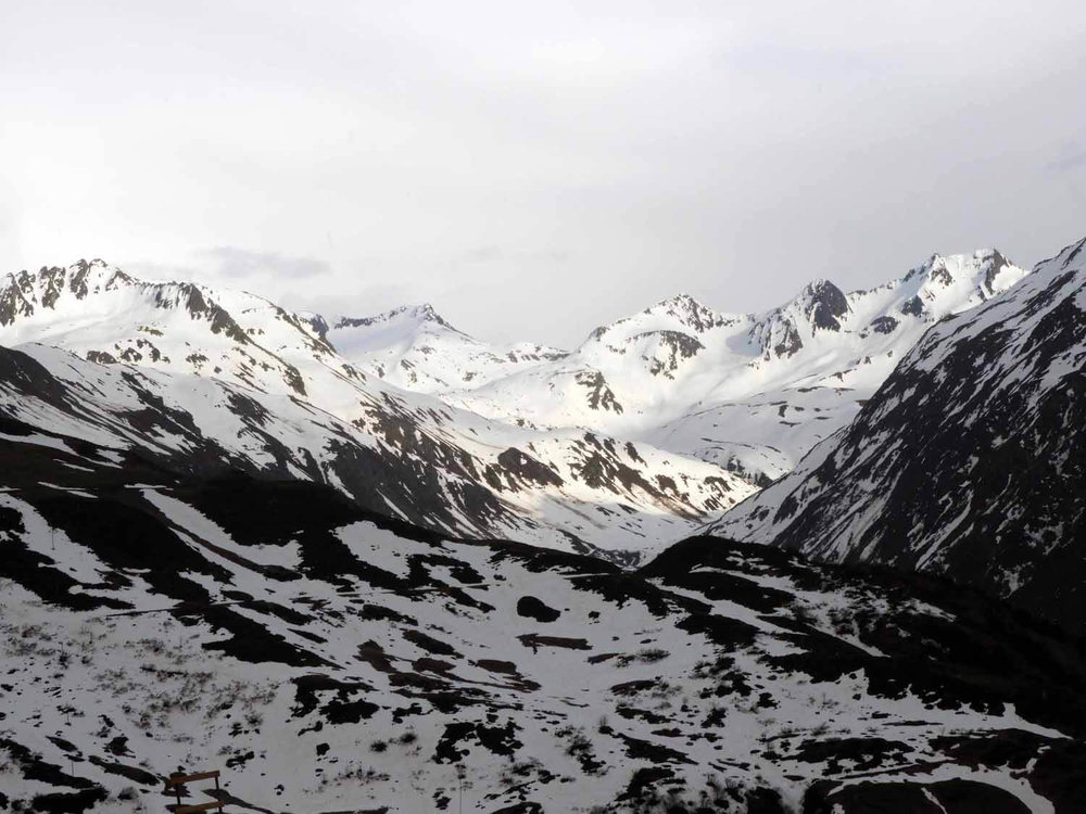 switzerland-oberalppass-snowy-alps-peaks.JPG