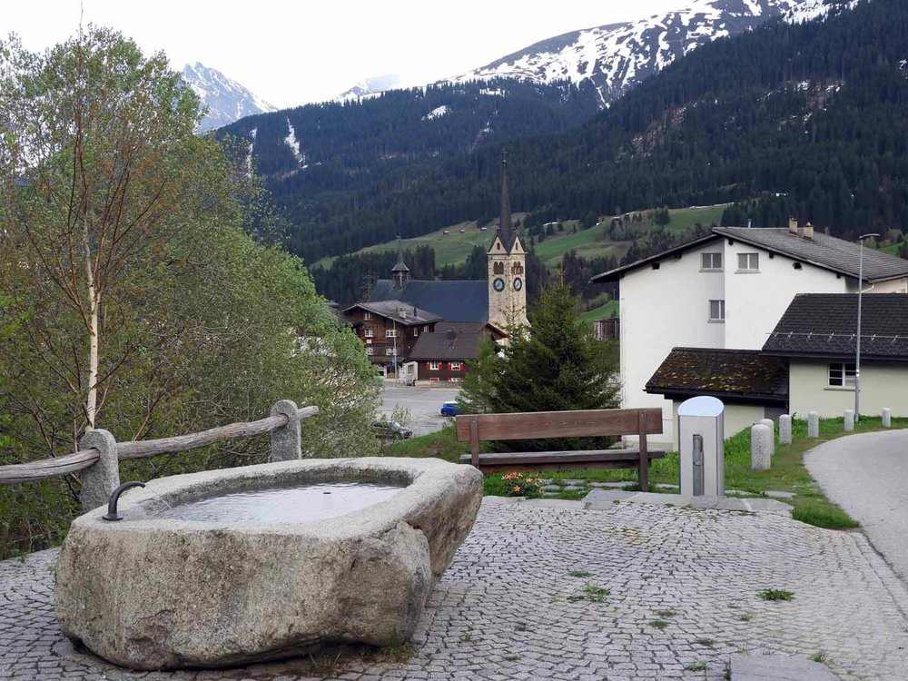 switzerland-oberalppass-vorderrhein-river-valley-water-fountain-potable.JPG