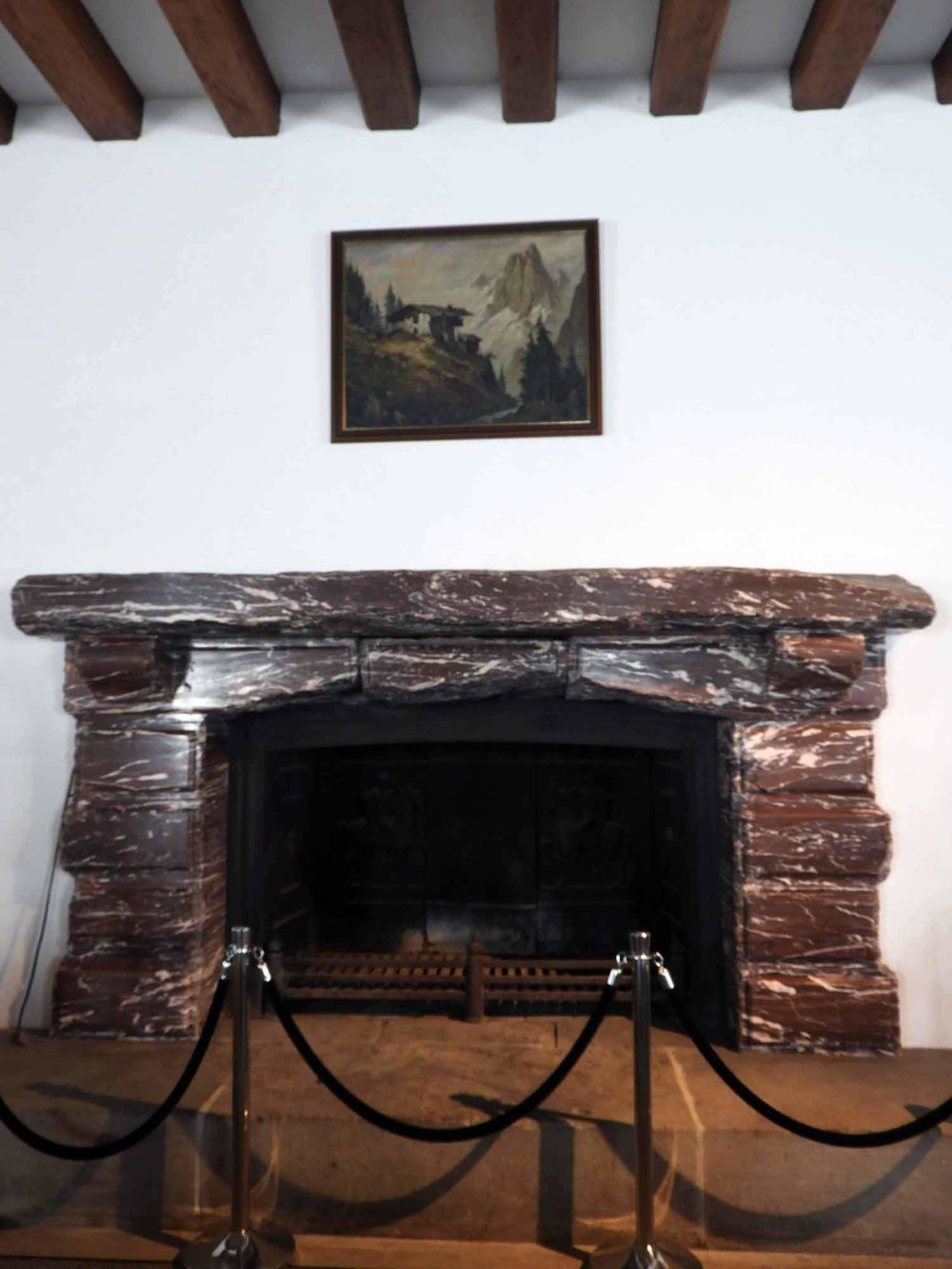 germany-eagles-nest-berchtesgaden-marble-fireplace-nazi-meeting.JPG