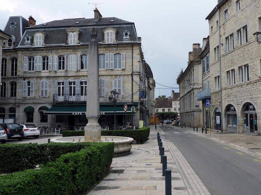 france-vesoul-town-square.JPG