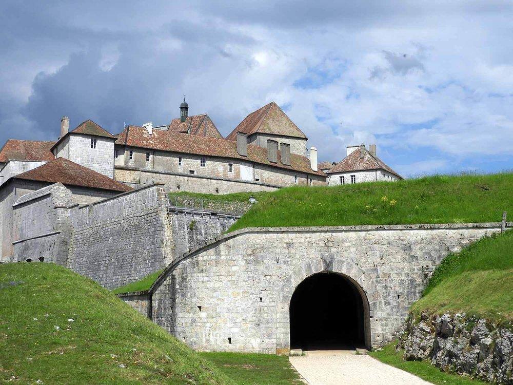 france-chateau-de-joux-tunnel-entrance.JPG