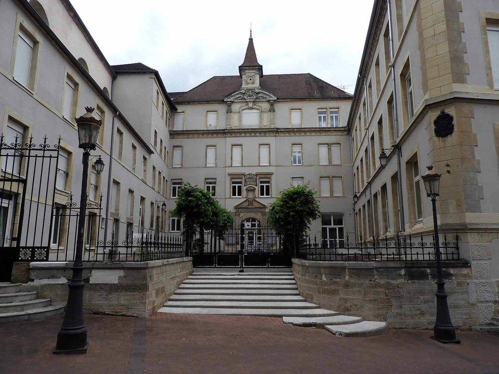 france-gray-school-stairs.JPG
