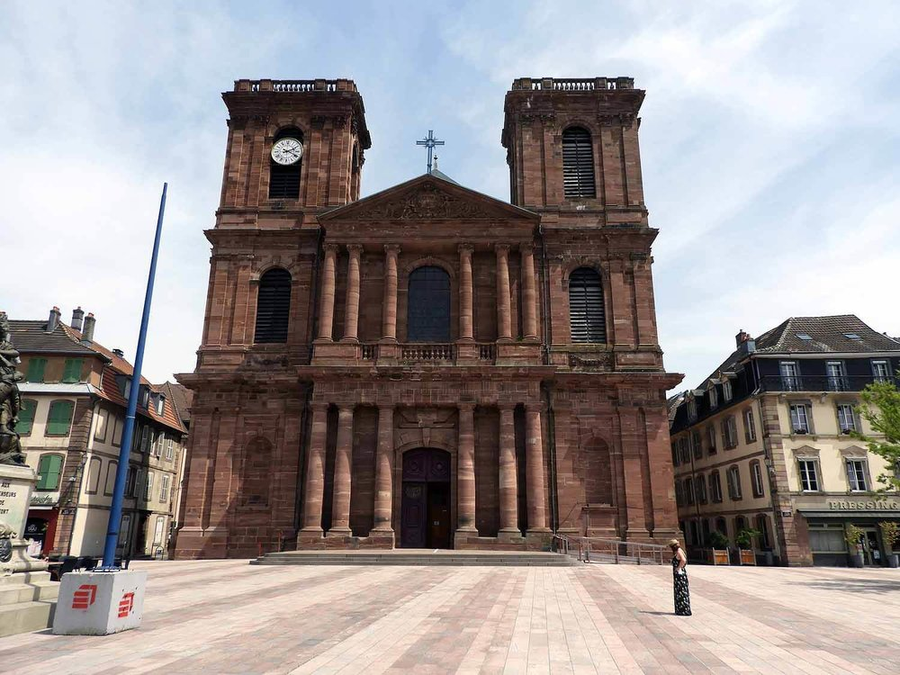 france-belfort-cathedral-red-stone.JPG