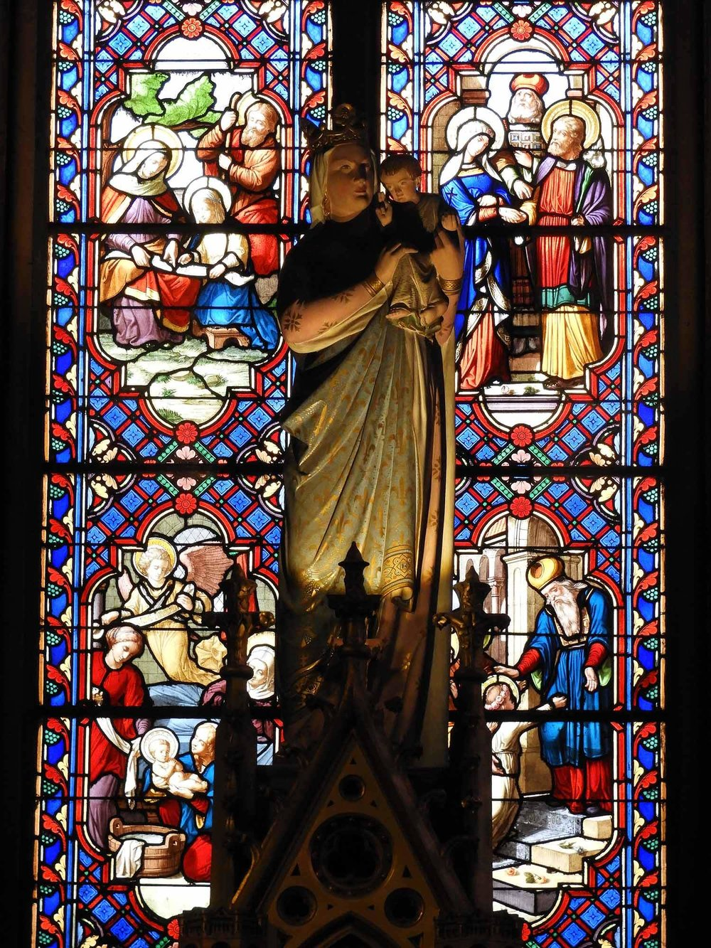 france-dijon-cathédrale-saint-bénigne-stained-glass.JPG