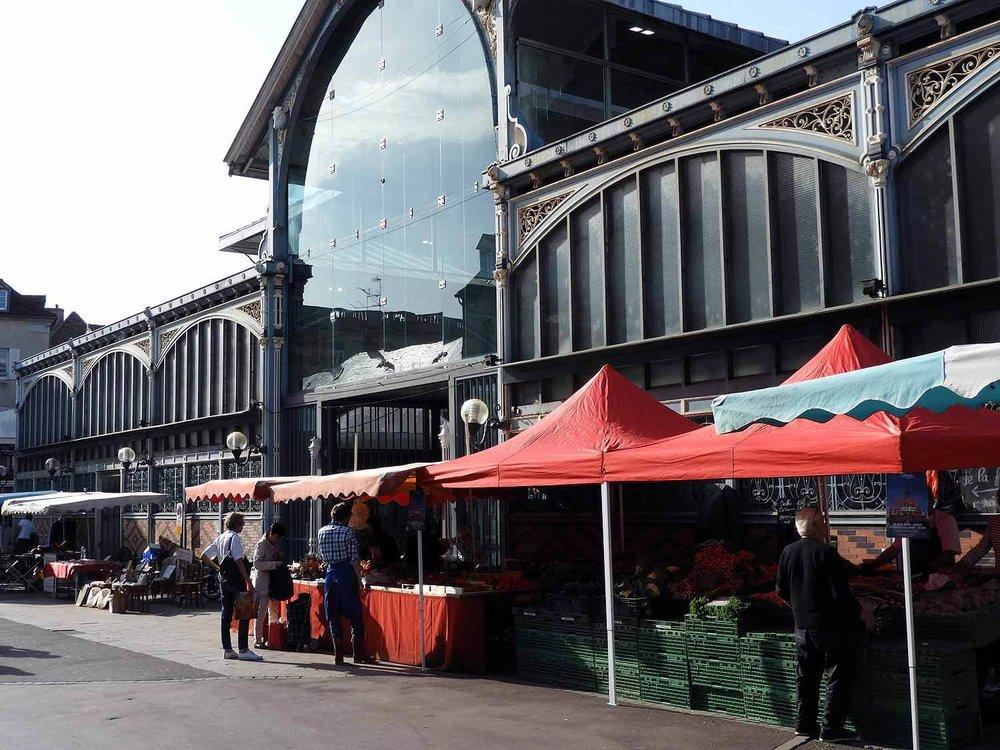 france-dijon-market-hall-groceries-fruit-vegetables.JPG