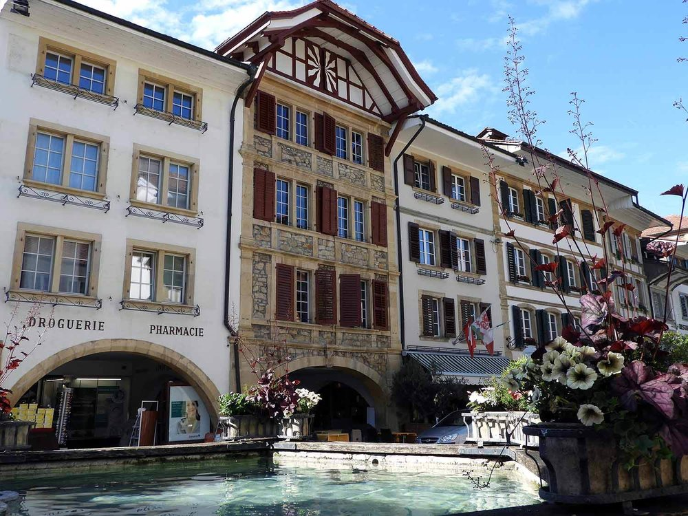 switzerland-murten-main-street-fountain.JPG