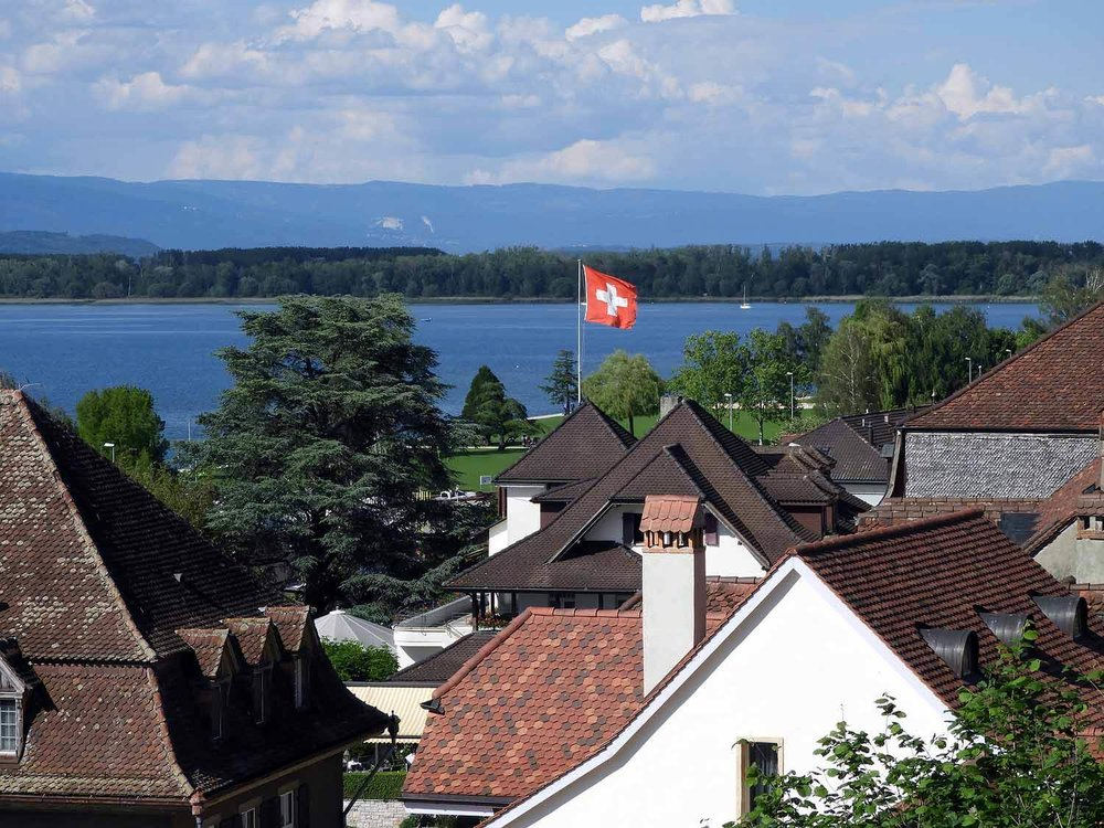 switzerland-murten-murtensee-lake-swiss-flag.JPG