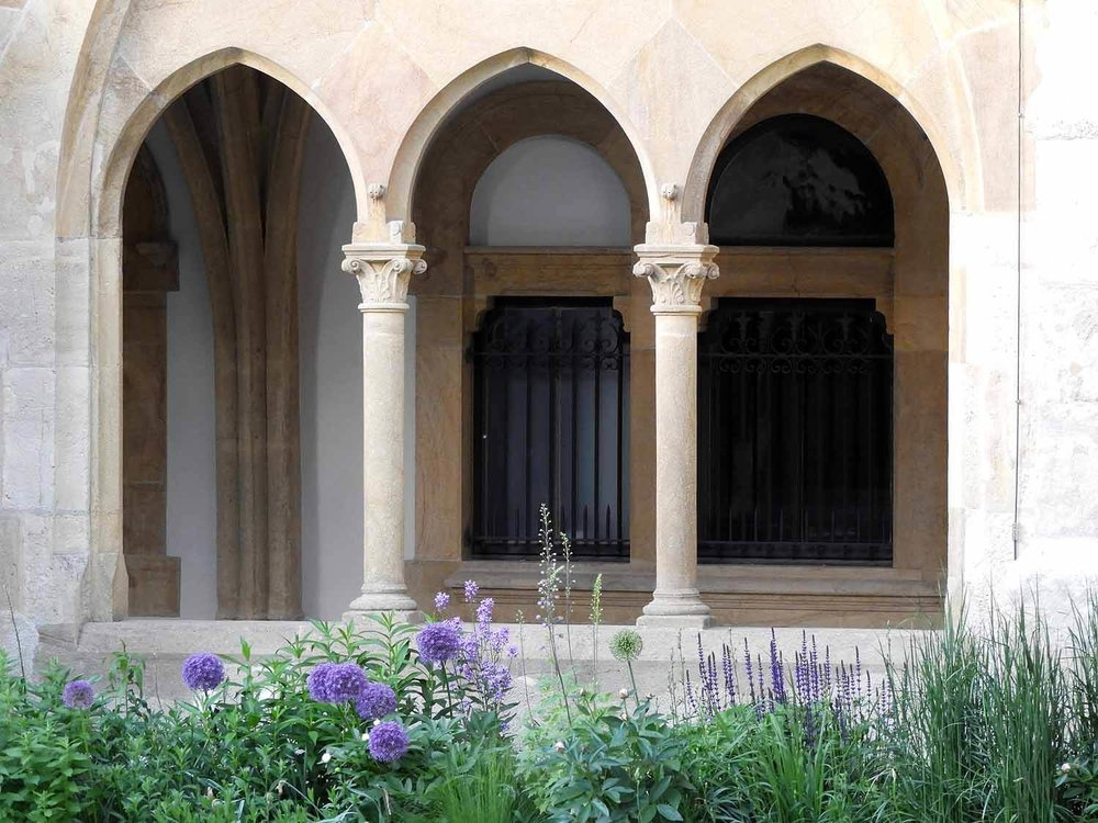 switzerland-neuchatel-collégiale-reformed-church-cloister-arches.JPG