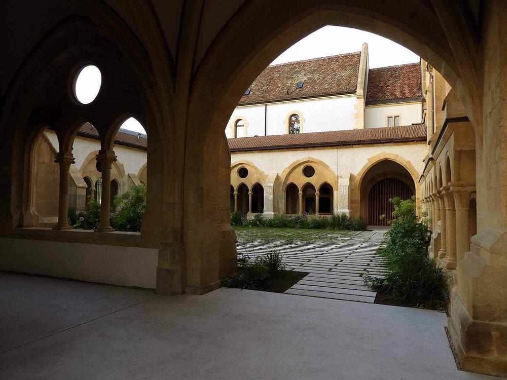 switzerland-neuchatel-collégiale-reformed-church-kloster-cloister.JPG