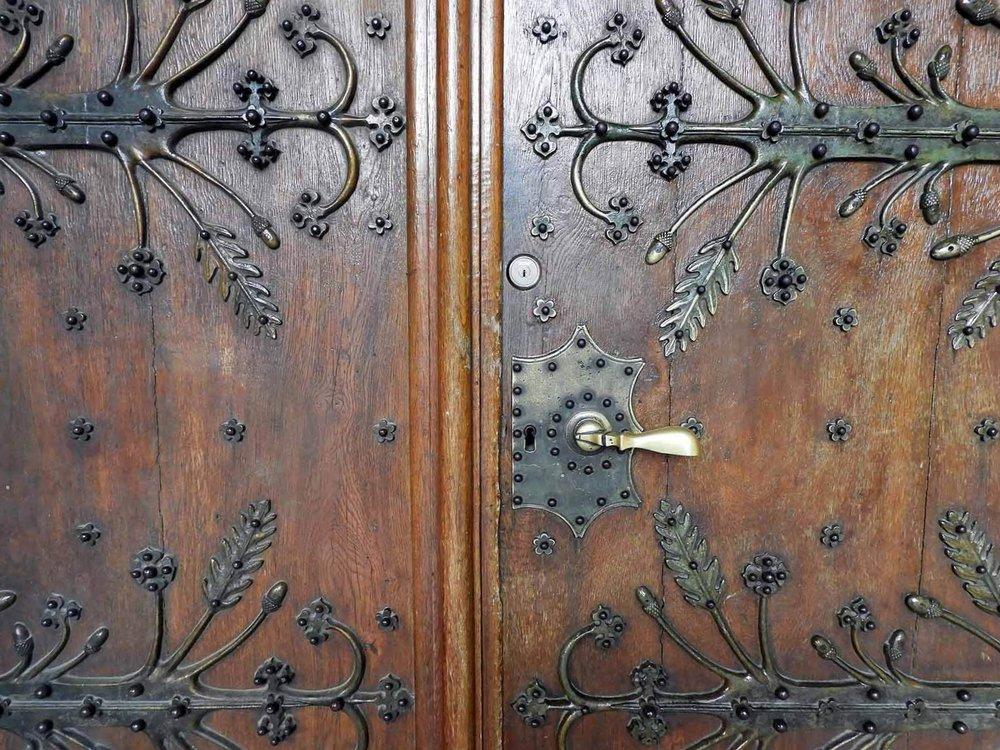 switzerland-neuchatel-collégiale-reformed-church-doors.JPG