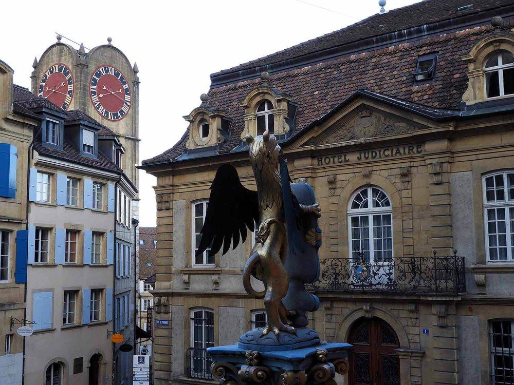 switzerland-neuchatel-knight-column.JPG