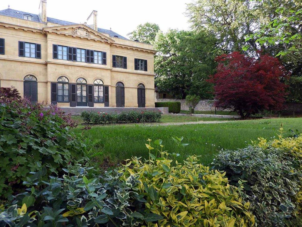 switzerland-neuchatel-mansion.JPG
