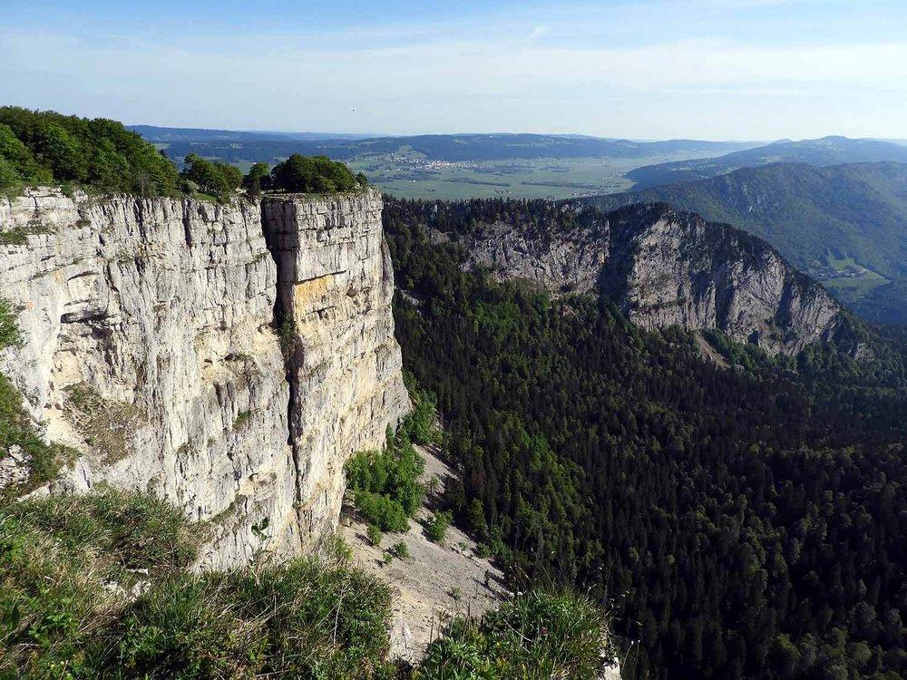 switzerland-cruex-du-van-cliff-edge-canyon-view.JPG